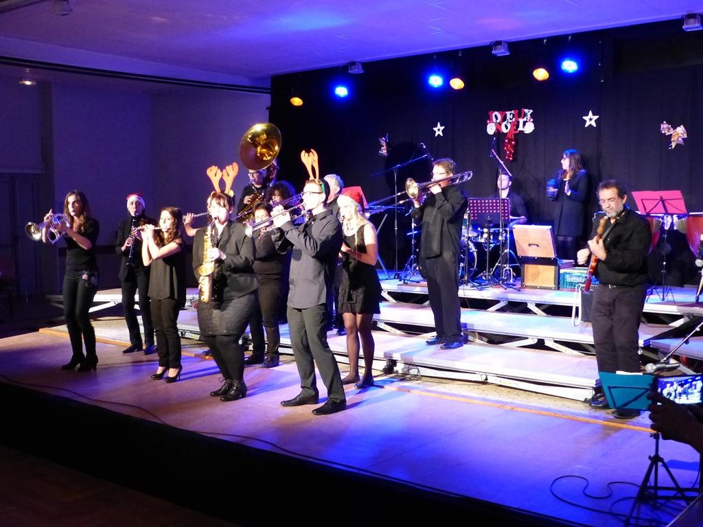 Les Toiles Cirées sur la scène lors du concert de noël 2014