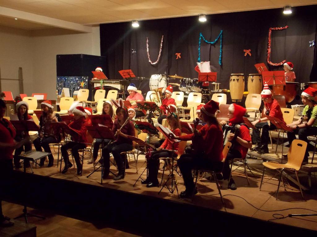 Le début de la deuxième partie est intepreté par l'orchestre des jeunes de l'école de musique