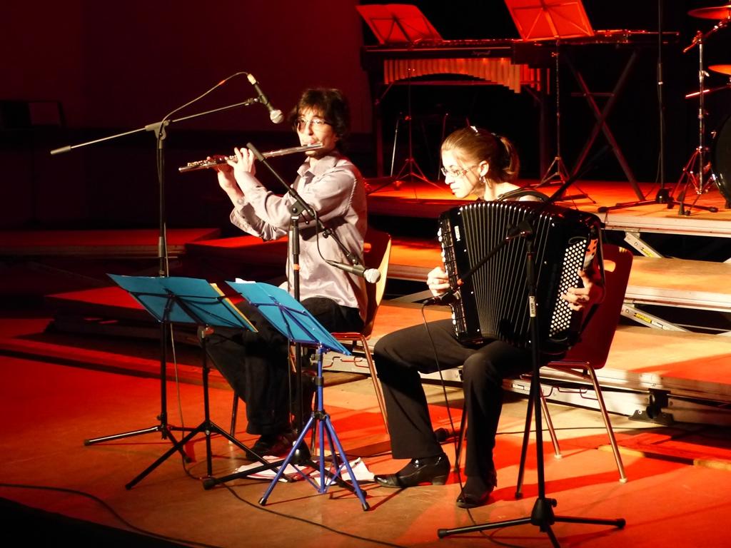 Le duo Accordéon et Flûte traversière en première partie du concert de noël de l'UMC.