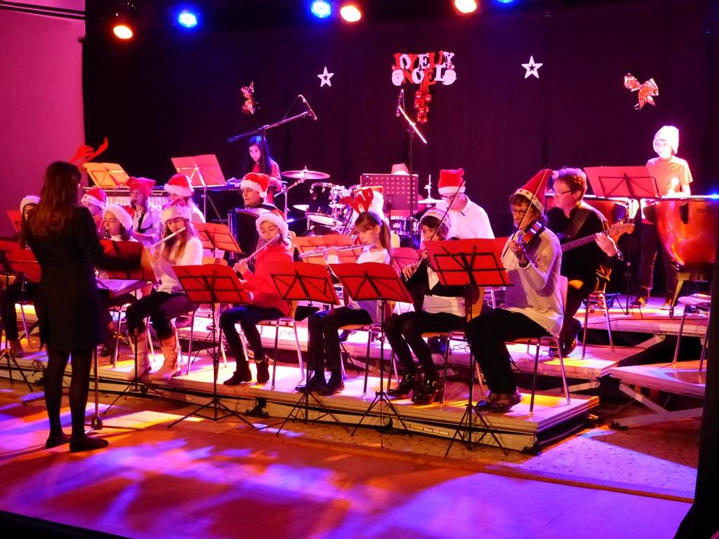 L'orchestre de l'école de musique lors du concert de noël 2014